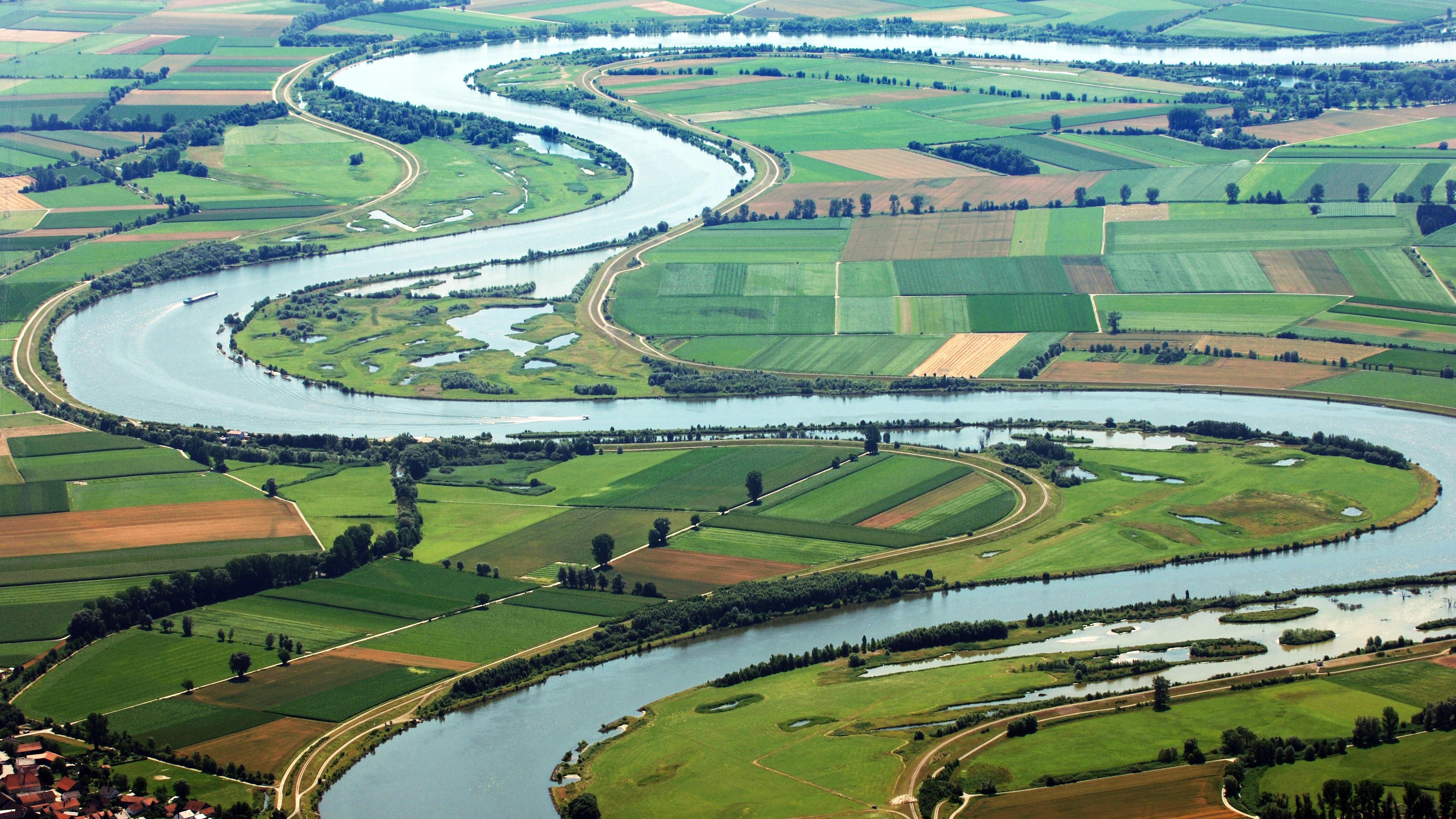Die Donau bei Pondorf im Kreis Straubing-Bogen.