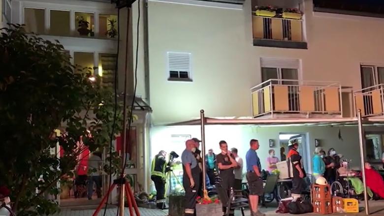 Das Seniorenheim in Osterhofen während der Evakuierungs-Aktion