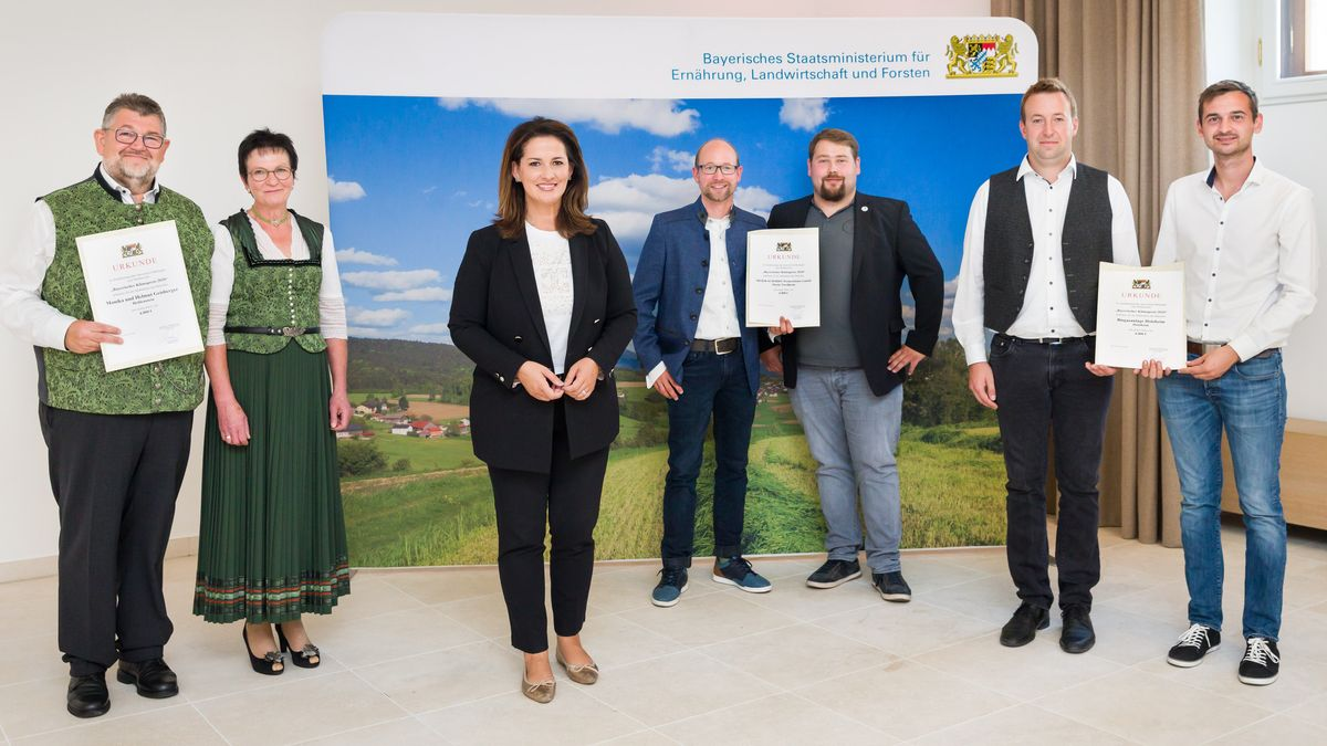 Die Klimapreisträger: Helmut und Monika Geisberger, Ministerin Michaela Kaniber, Markus Maier und Lukas Schmidt, Johannes Hieber und Karl Brenner