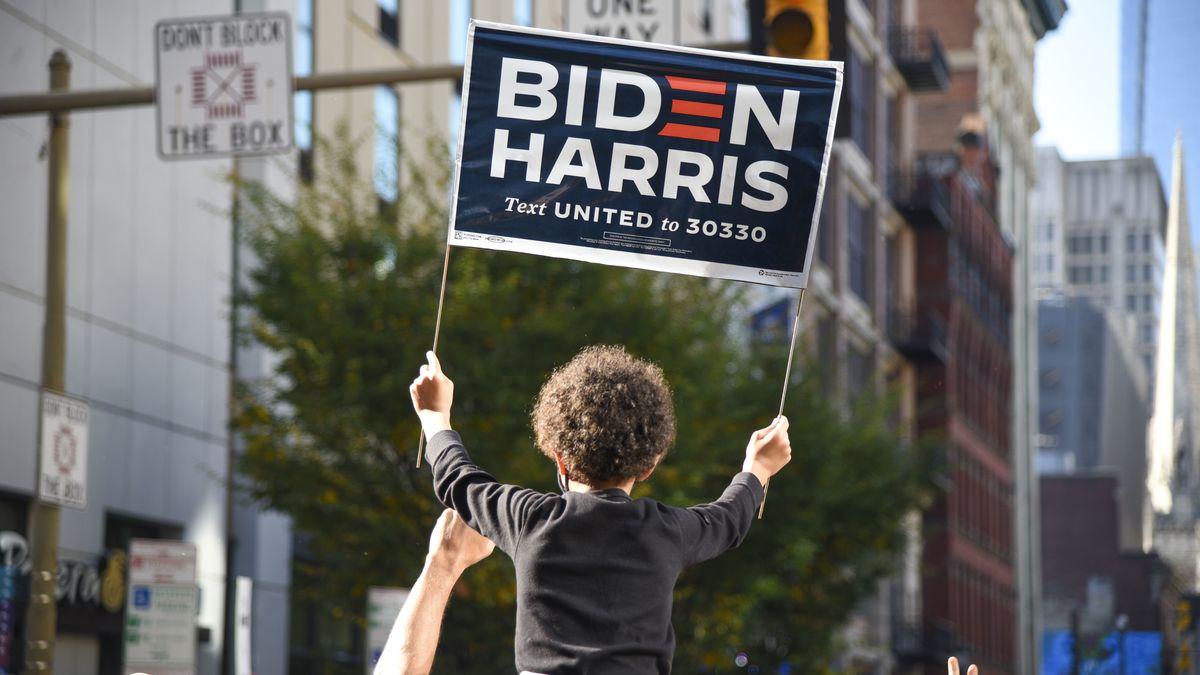 Biden-Anhänger feiern dessen Wahlsieg in Philadelphia.