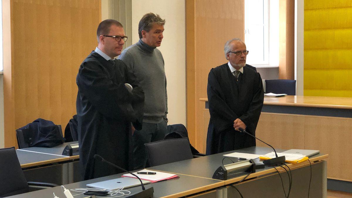 In Regensburg wird seit Dienstagvormittag der Bayern-Ei-Prozess fortgesetzt. Erstmals sagte jetzt eine Zeugin aus, die sich beim Ausbruch 2014 mit Salmonellen infiziert haben soll.