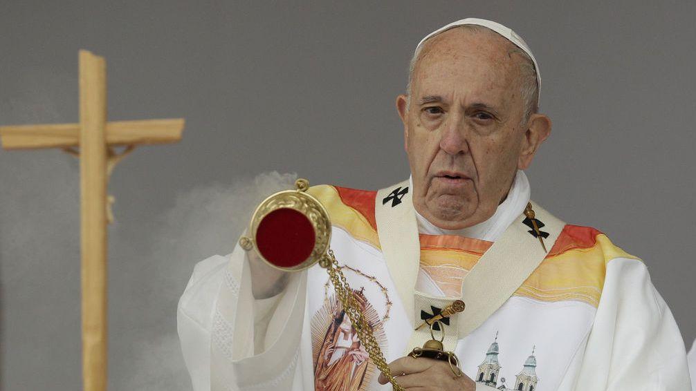 Der Papst besucht erstmals Rumänien. Gottesdienst in Siebenbürgen, im Marienwallfahrtsort  Sumuleu Ciuc feiert er eine Messe.