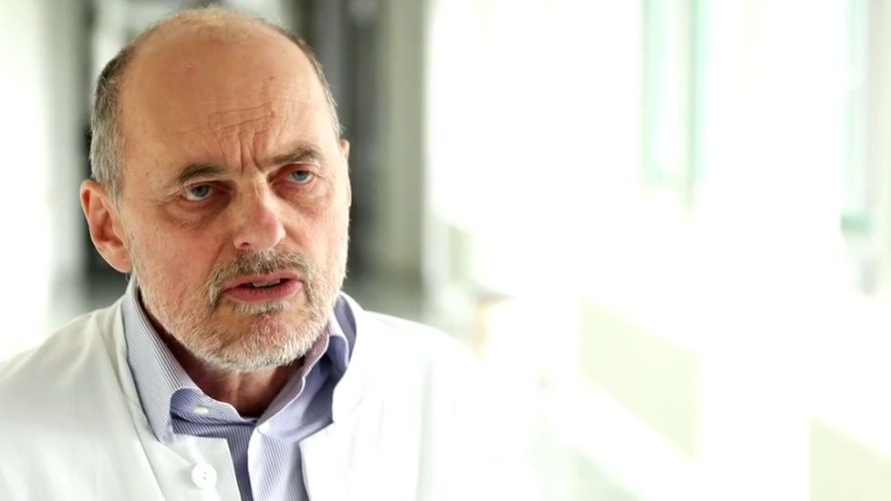 Prof. Bernd Salzberger vom Uniklinikum Regensburg