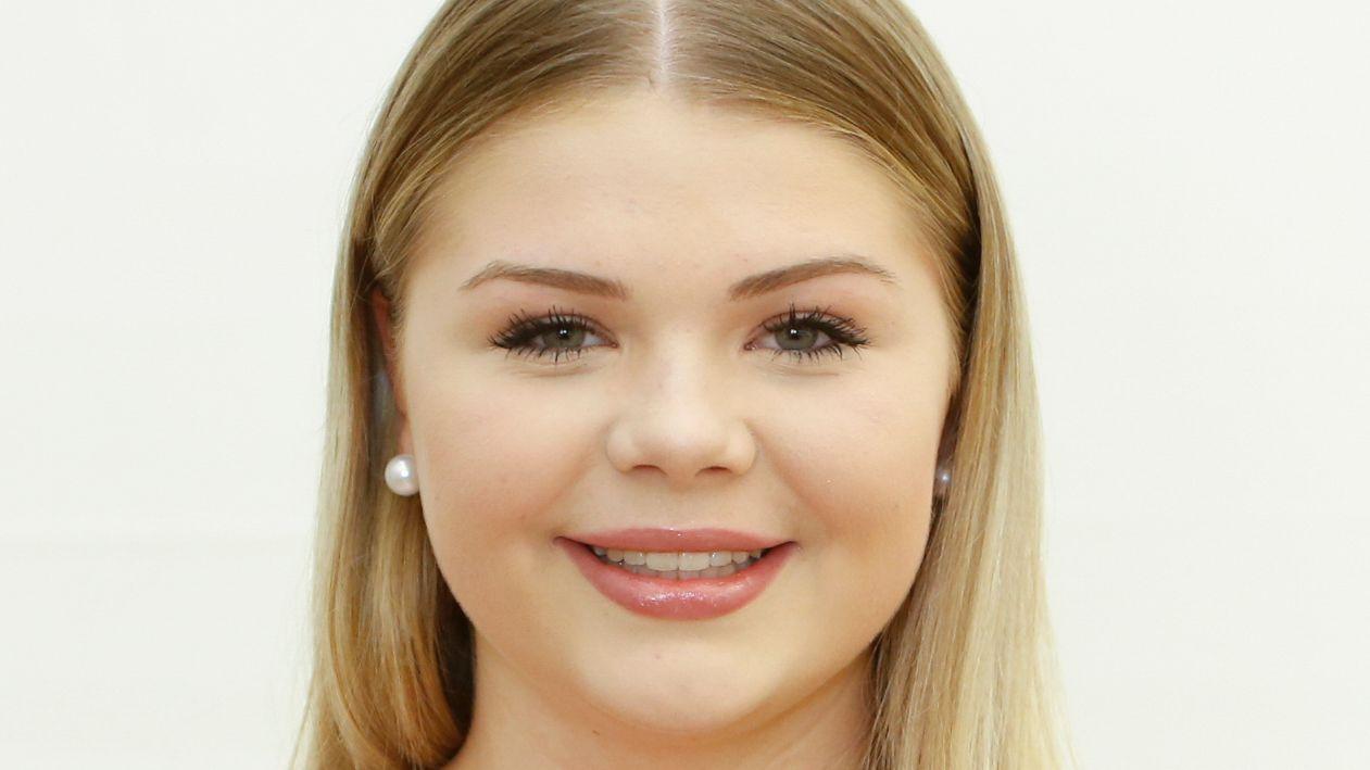 Cora Görres-Krug ist 17 Jahre alt und Schülerin der Staatlichen Fachoberschule 2 Nürnberg. Hobbys: Fitness, Reisen, Lesen, Kochen.
