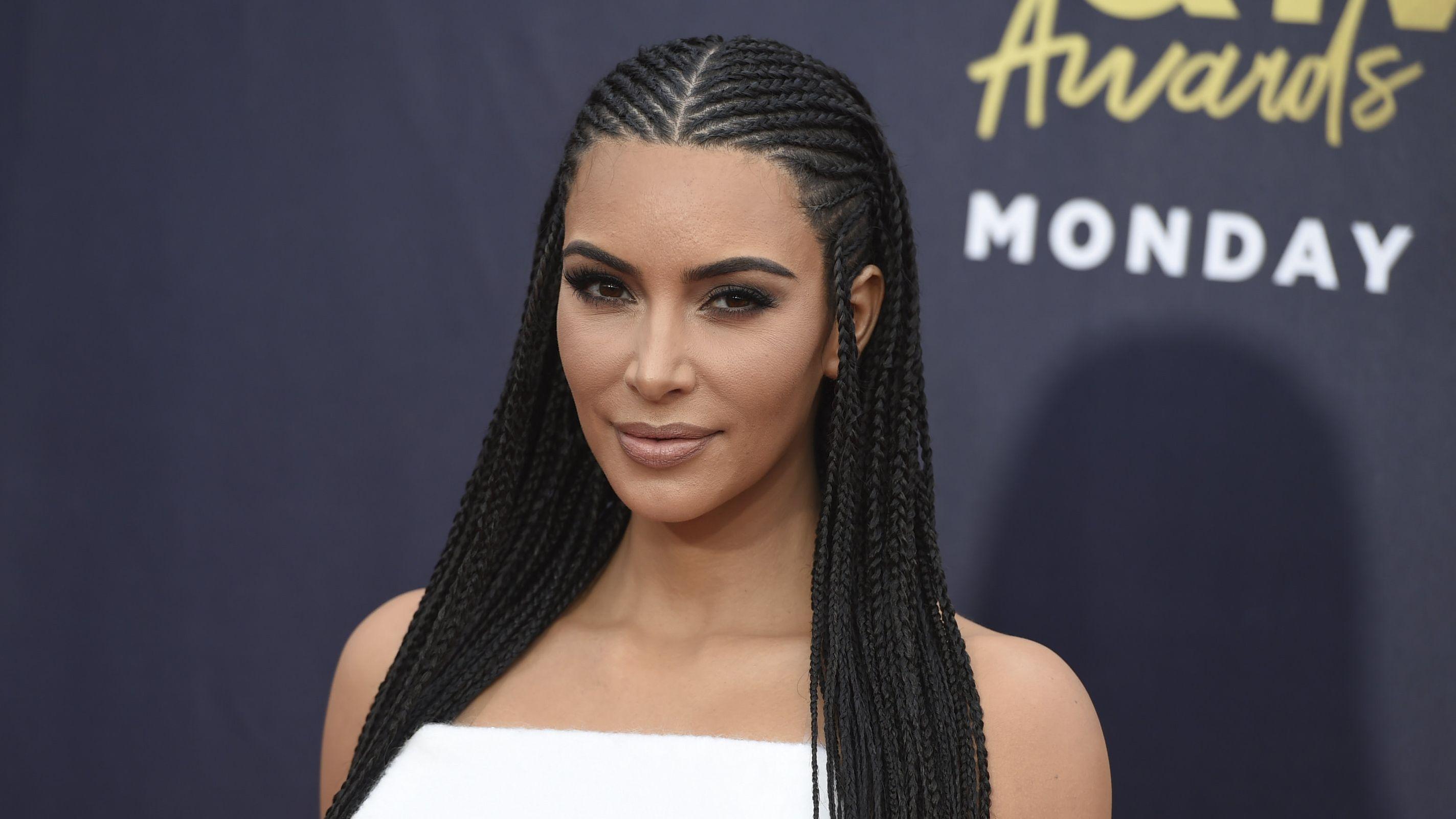 Kim Kardashian gibt im Namensstreit um Ihre Unterwäsche-Marke nach