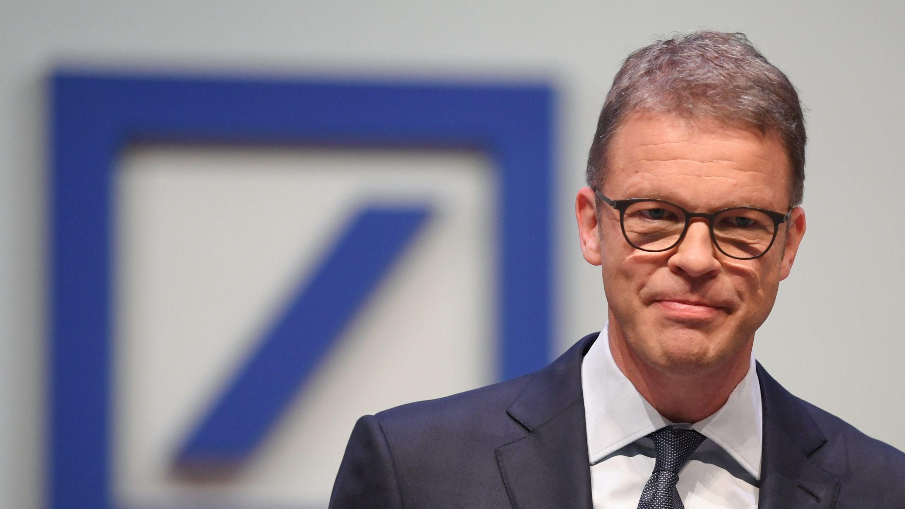 Deutsche Bank Logo - Davor Deutsche Bank Chef Christian Sewing