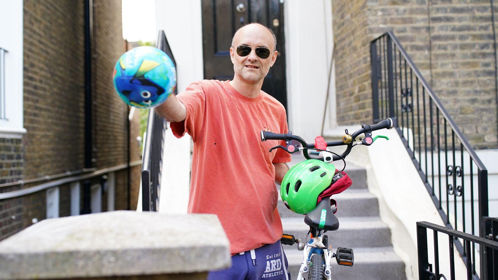 Boris Johnsons Chefberater Dominic Cummings vor seinem Haus in London