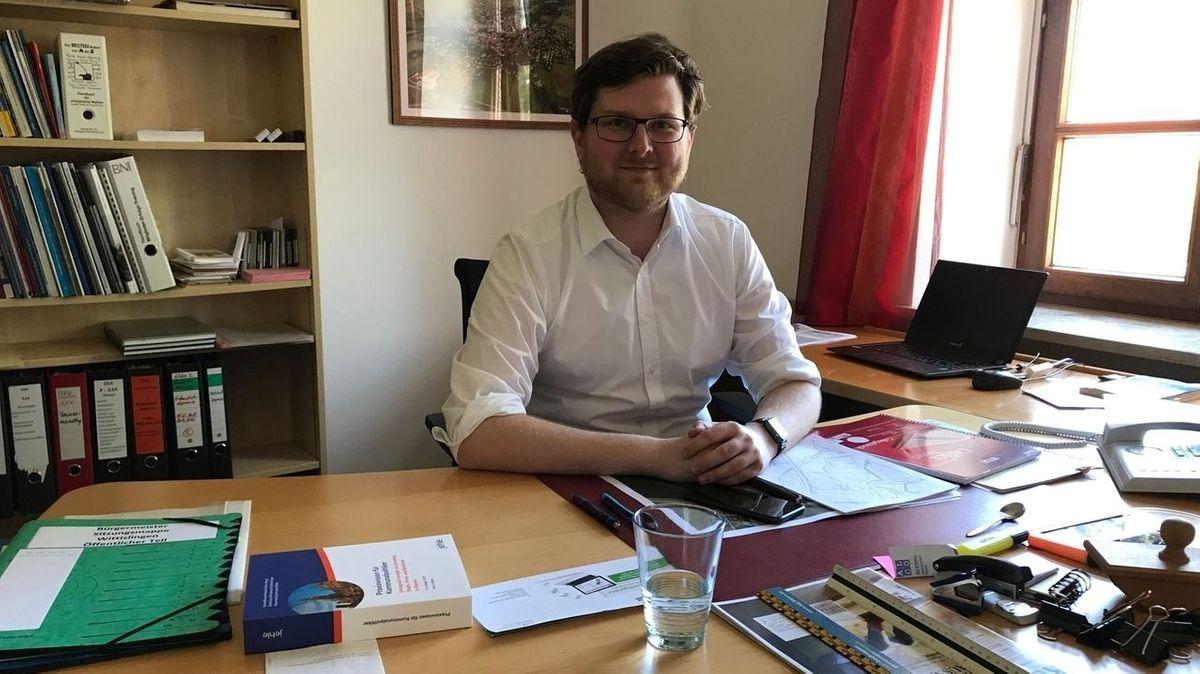 Bürgermeister Thomas Reicherzer in seinem Büro