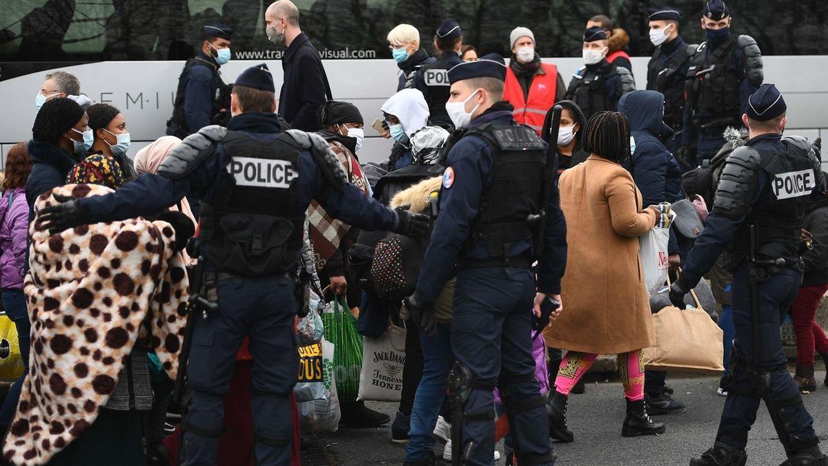 Polizei räumt Migranten-Zeltlager