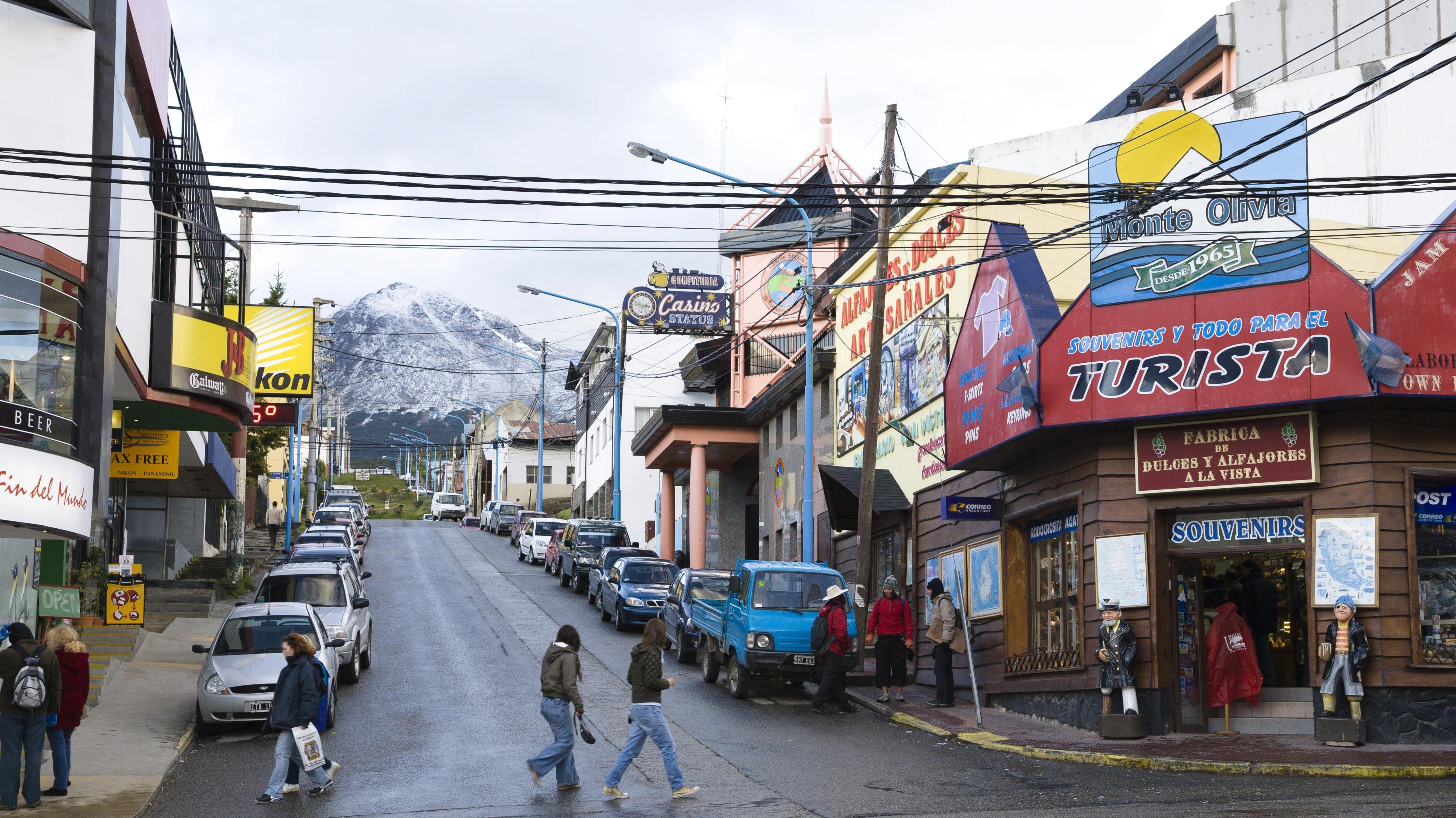 Stromkabel über eine Einkaufsstraße in Argentinien (Symbolbild)