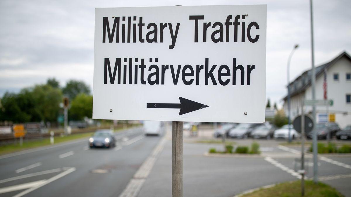 Wegweiser zum Truppenübungsplatz der US-Army in Grafenwöhr