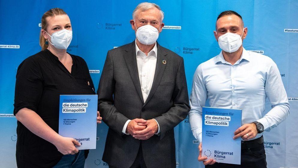 Am 24. Juni 2021 präsentierte der Bürgerrat Klima seine Ergebnisse. V.l.n.r: Mareike Menneckemeyer, Horst Köhler, Adnan Arslan.