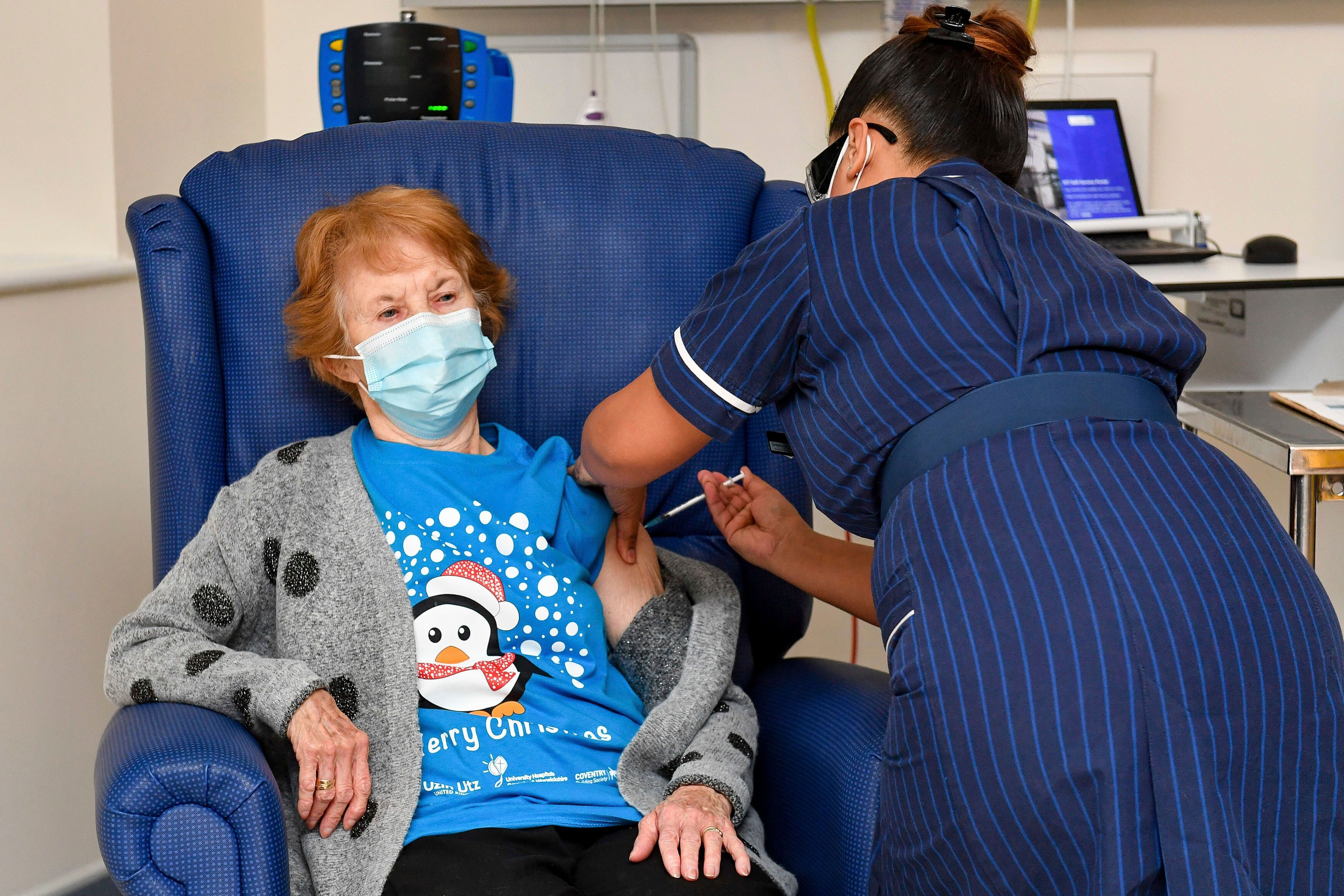 Großbritannien: 90-jährige erhält erste Corona-Impfung