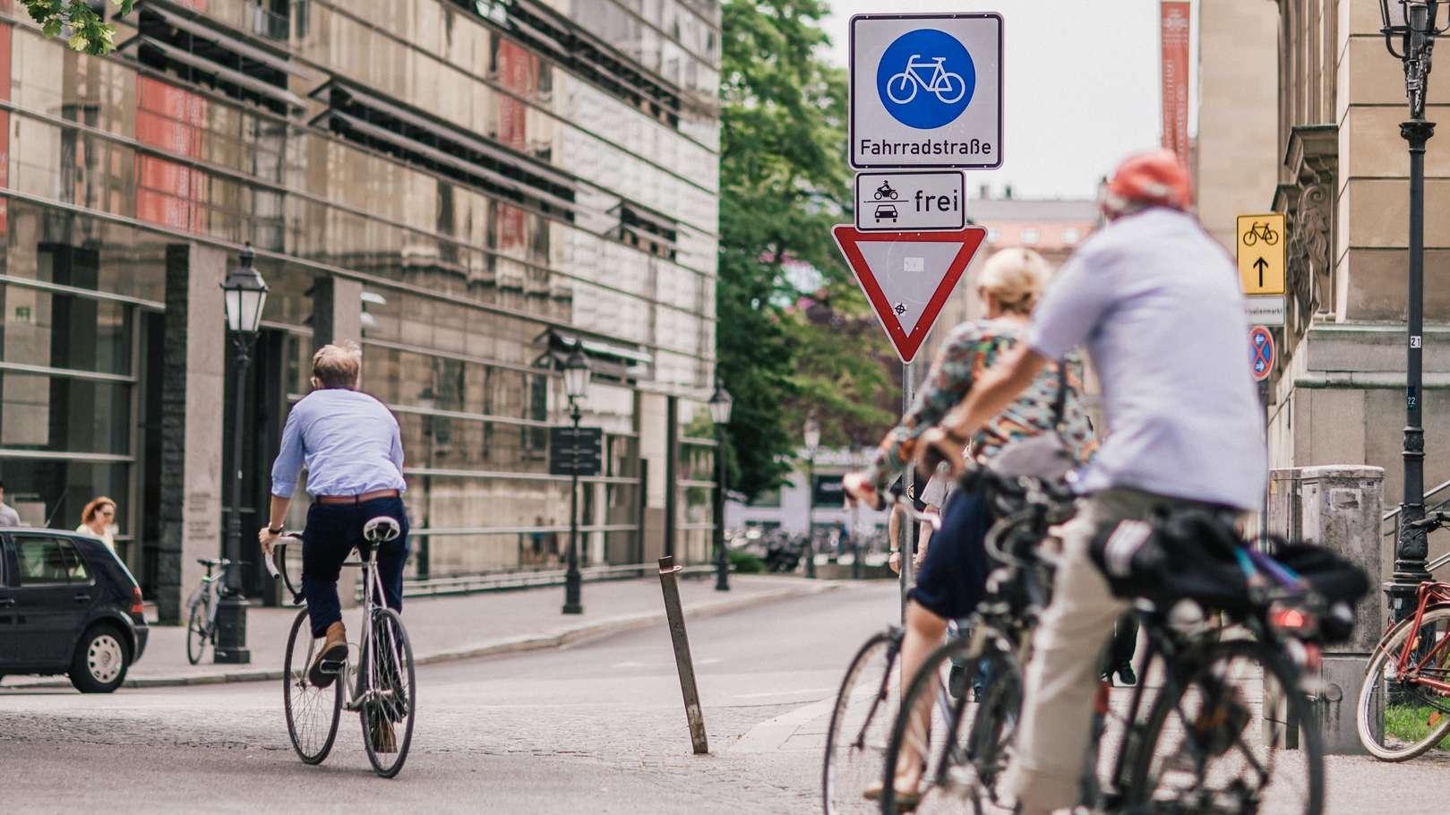 In München gibt es über 60 Fahrradstraßen. Aber auch hier gelten Regeln für Radler.