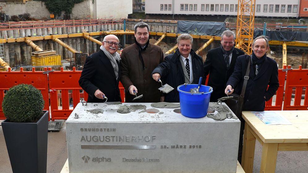 Gerd Schmelzer (links) bei der Grundsteinlegung für das Deutsche Zukunftsmuseum Nürnberg. | Bild:picture alliance / Daniel Karmann/dpa