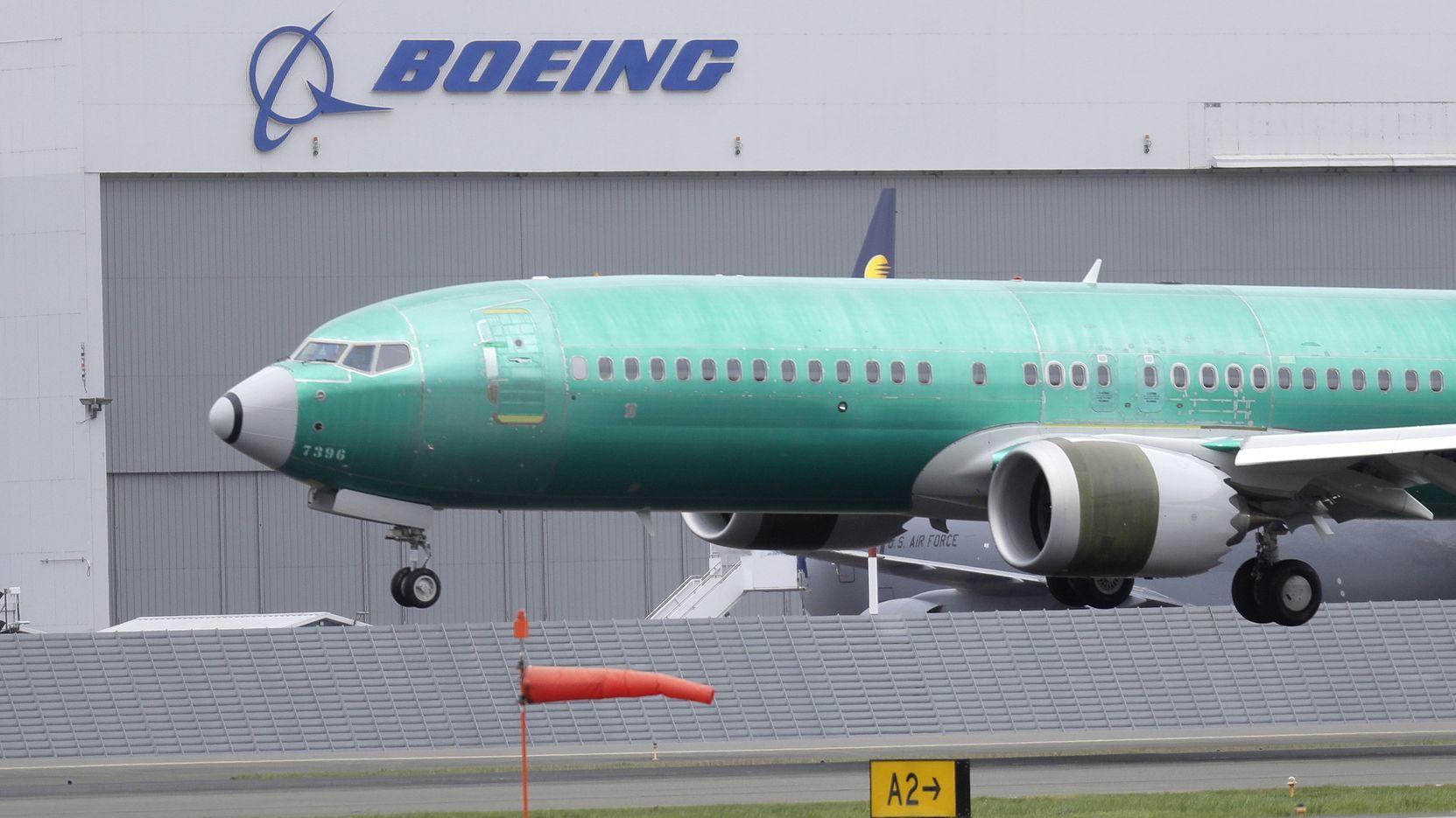 USA, Seattle: Eine Boeing 737 MAX 8 landet nach einem Testflug auf dem Boeing Field.