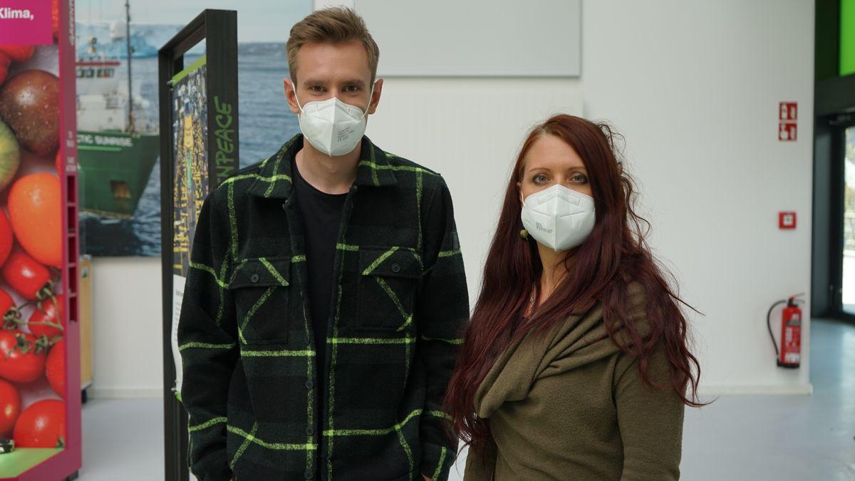 v.l.: BR-Moderator Florian Schwegler und Greenpeace-Konsumexpertin Viola Wohlgemuth