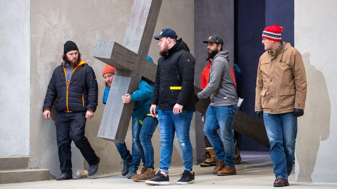 März 2020: Schauspieler um Frederik Mayet (2.v.l), der die Rolle von Jesus Christus spielt, proben auf der Bühne des Passionsspielhauses in Oberammergau.