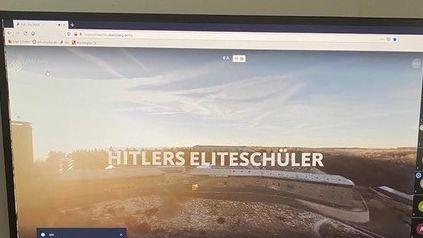 Foto des genutzten Homeschooling-Computers eines Mittelschülers aus Abensberg mit volksverhetzendem Kommentar