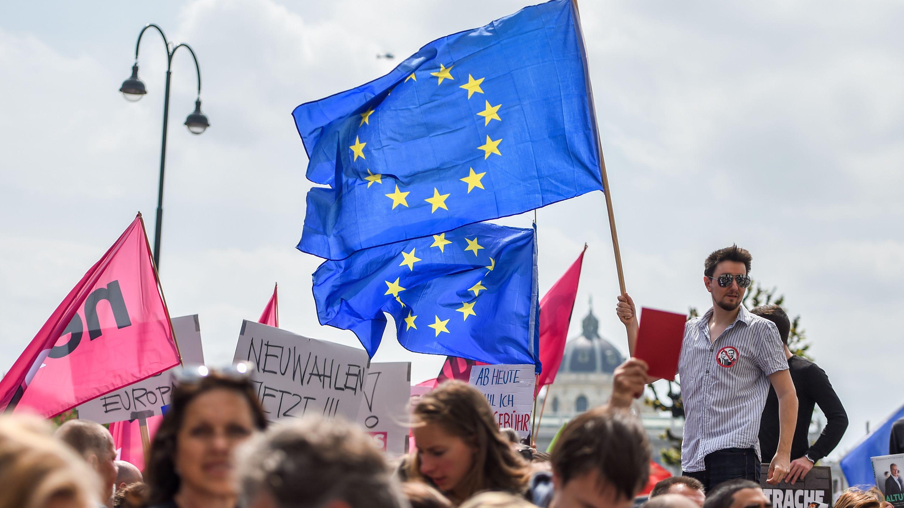 Demonstrierende in Österreich fordern Neuwahlen