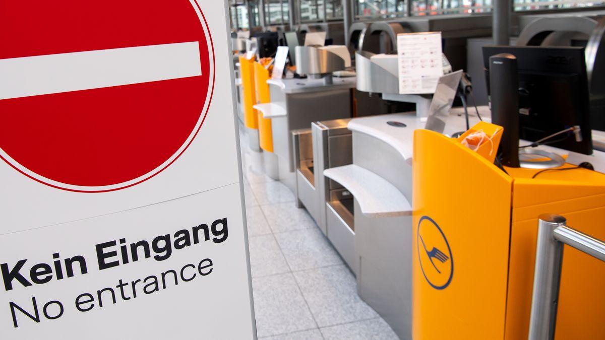 Geschlossene Lufthansa Check-In Schalter am Flughafen München