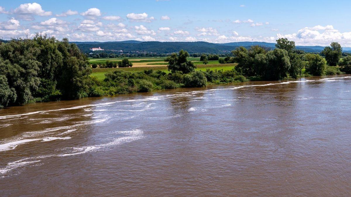 Hochwasserereignisse an der Donau werden zunehmen. Umweltminister Thorsten Glauber (Freie Wähler) hält Flutpolder für alternativlos.