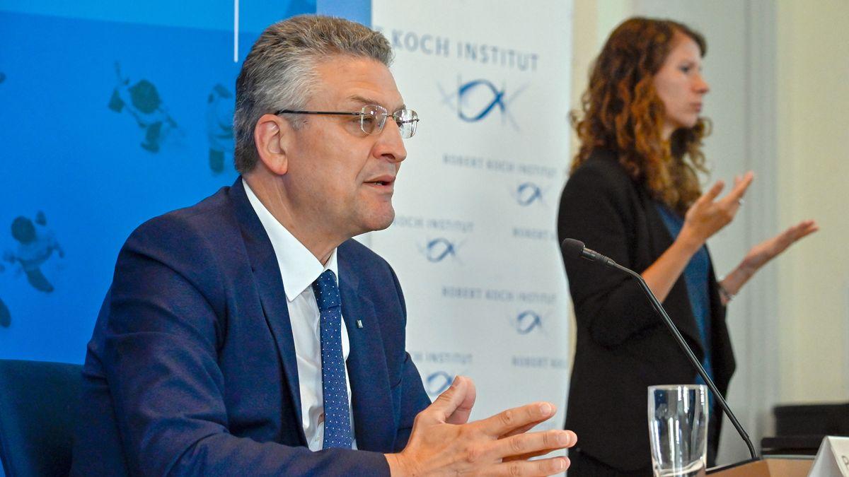 Der Leiter des deutschen Robert-Koch-Instituts (RKI), Lothar Wieler, spricht auf einer Pressekonferenz zur aktuellen Corona-Lage in Deutschland
