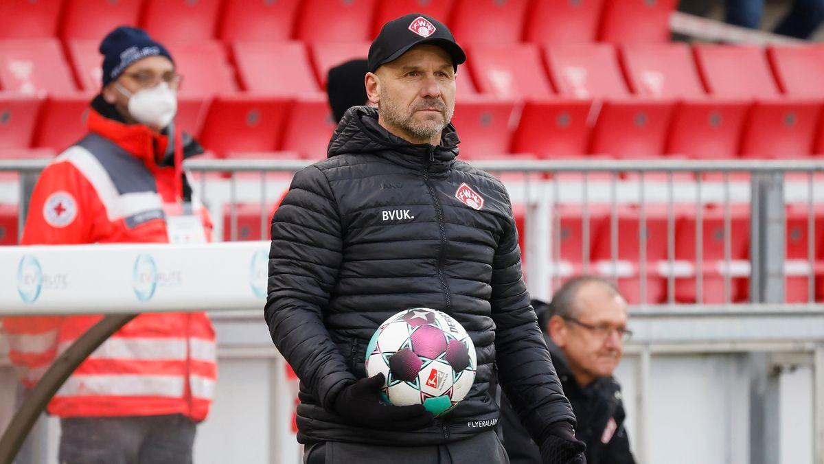 Würzburg-Trainer Bernhard Trares