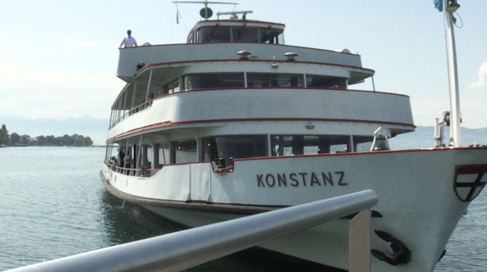 """Weiße Flotte fährt bayerische Häfen an - Schiff """"Konstanz"""" am Steg"""