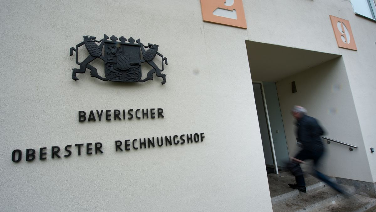 Der Eingang zum Gebäude des Bayerischen Obersten Rechnungshofs