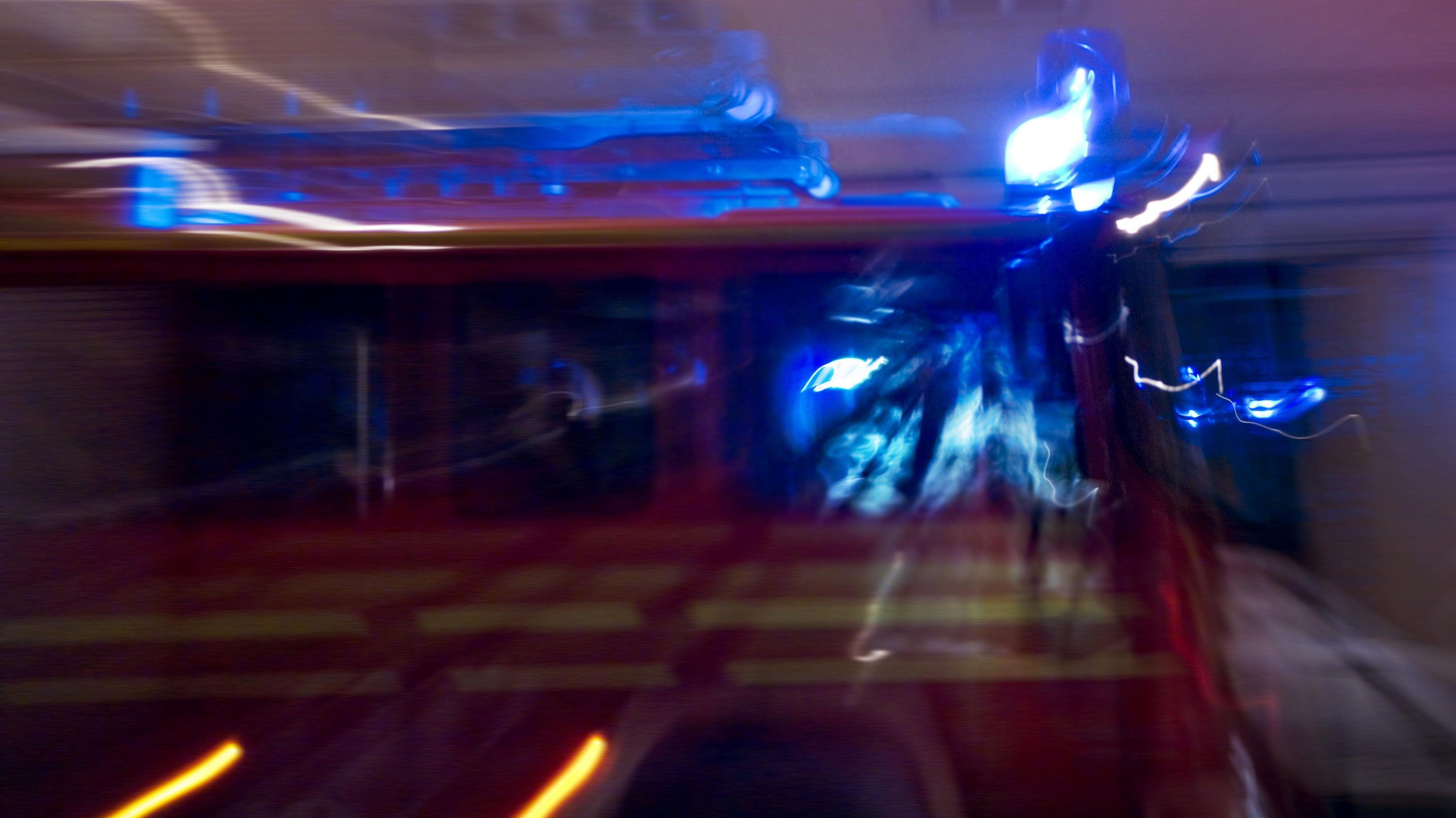 Symbolbild: Feuerwehr bei nächtlichem Einsatz