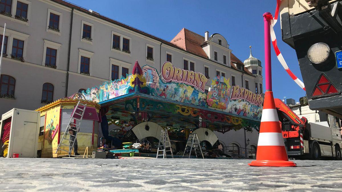 Kinderkarussell auf dem Augsburger Rathausplatz