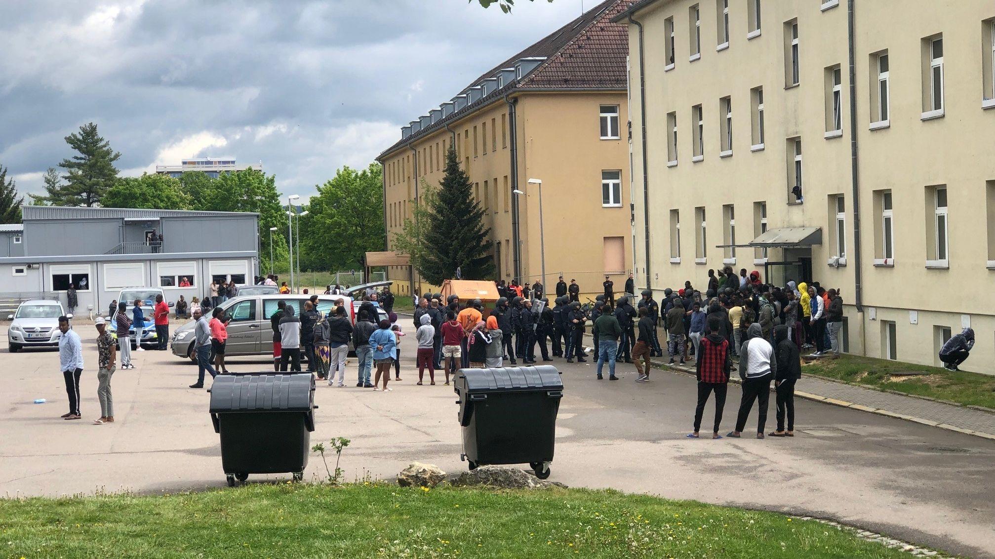 Tumult am Eingang zum Ankerzentrum in Regensburg