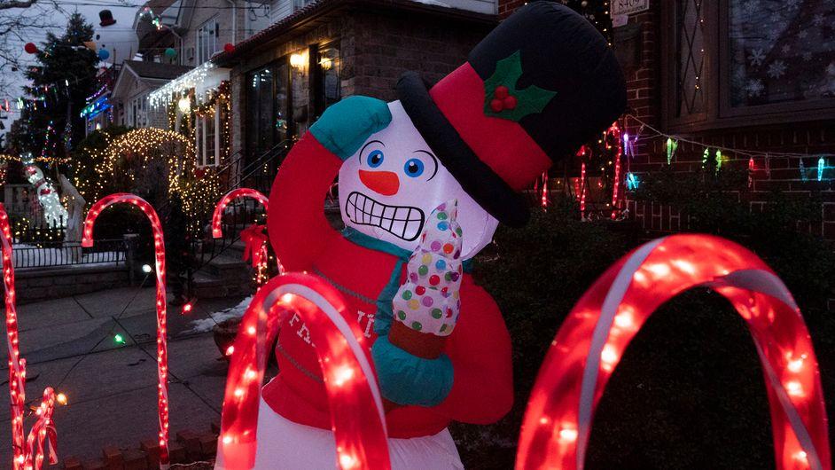 Weihnachtsbeleuchtung an Wohnhaus