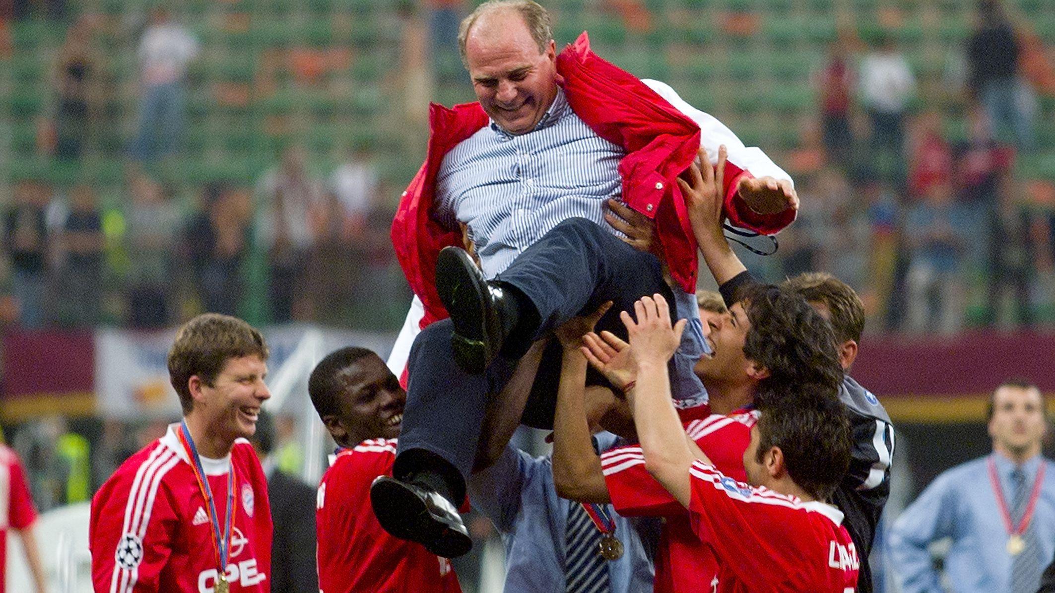 Hoch lebe der Manager: Uli Hoeneß beim Champions-League-Sieg 2001.