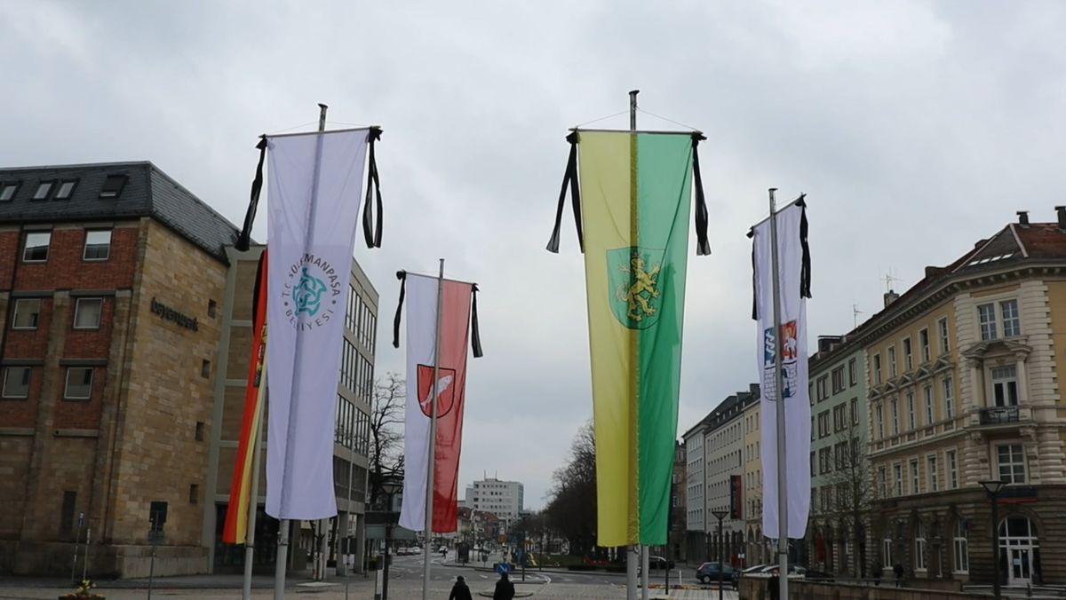 Flaggen hängen in Bayreuth