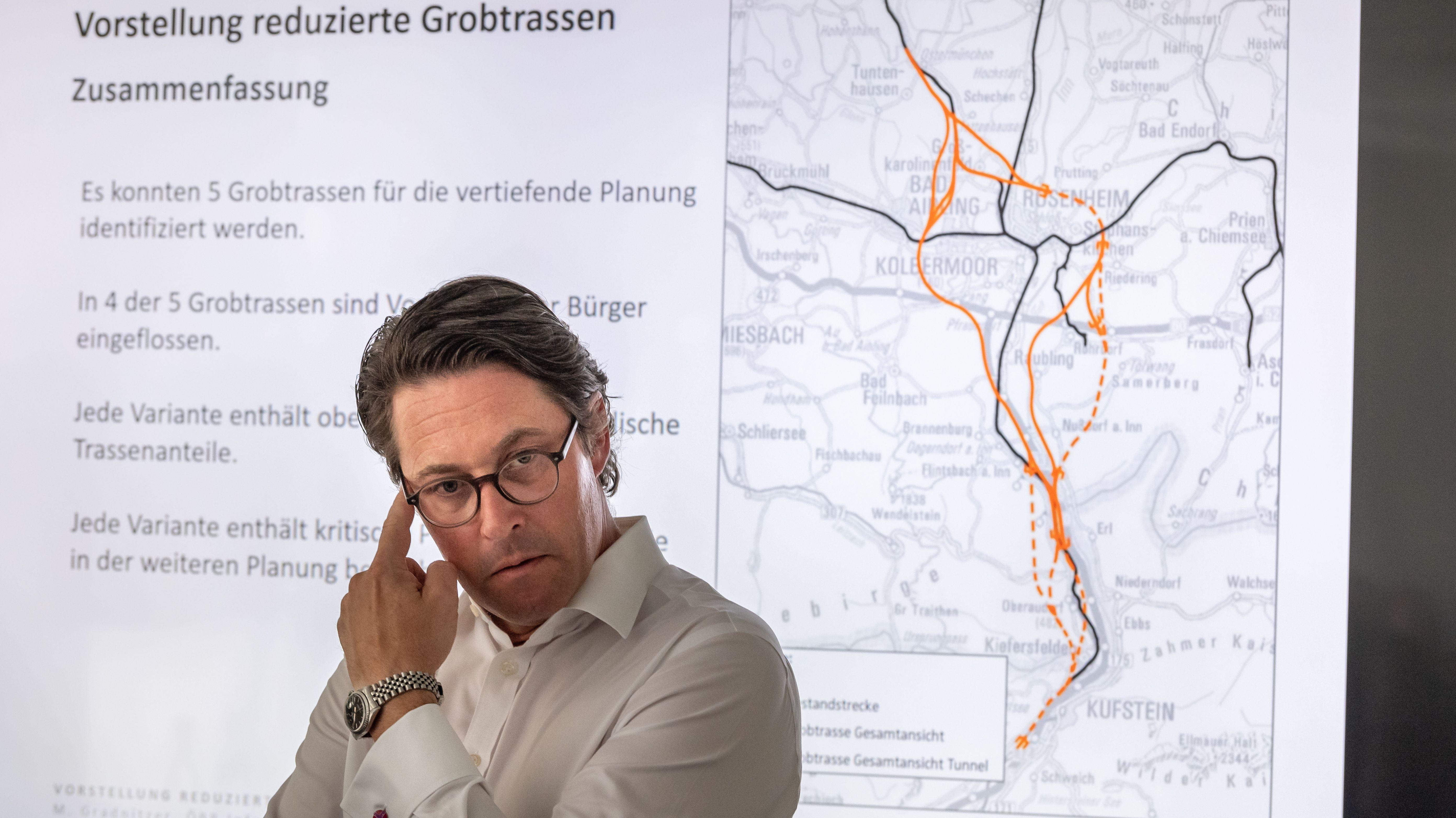 Verkehrsminister Andreas Scheuer nimmt an einer Pressekonferenz der DB zu den möglichen Trassenverläufe des sogenannten Brenner-Nordzulauf teil.