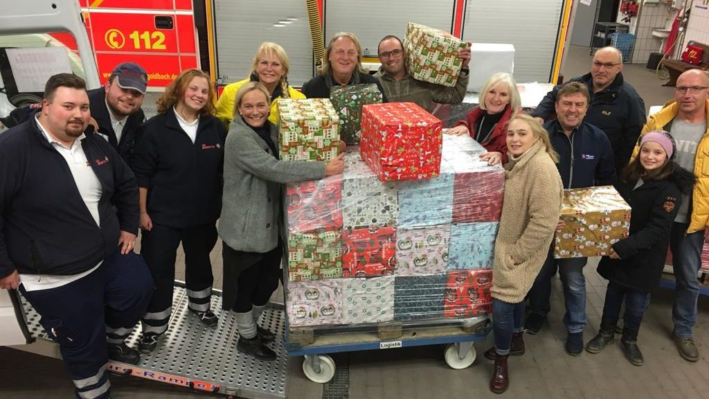 Goldbach packt knapp 80 Päckchen für Weihnachtstrucker