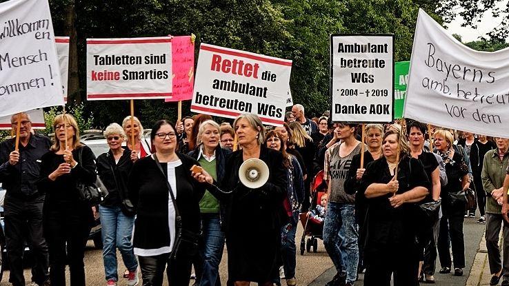 In Nürnberg und Neustadt an der Aisch fanden vor den AOK-Geschäftsstellen schon Demonstrationen statt.