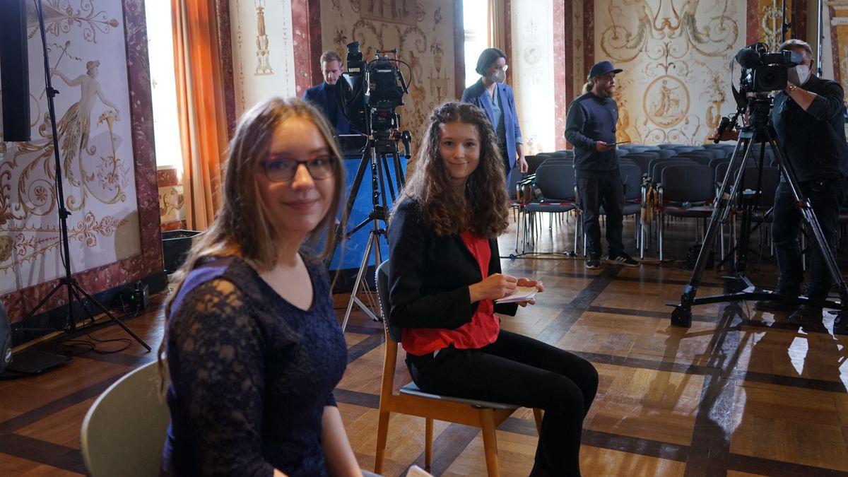 Schülerinnen organisieren Podiumsdiskussion: Chancen und Risiken künstlicher Intelligenz