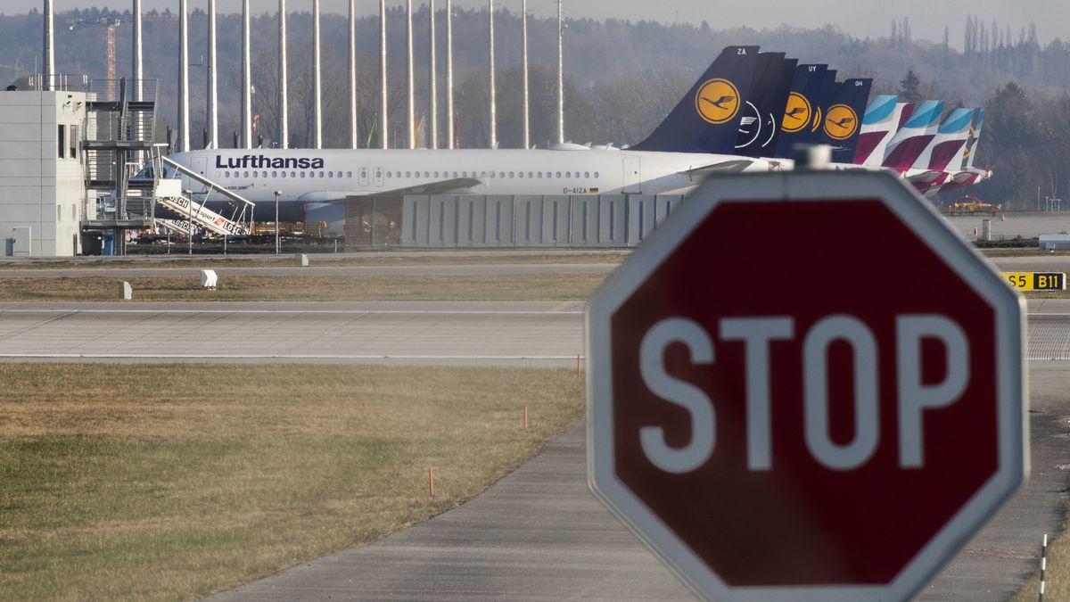 Stillgelegte Flugzeuge der Lufthansa (vorne) und der Lufthansa-Tochter Eurowings stehen am 08.04.2020 auf dem Vorfeld am Flughafen München.