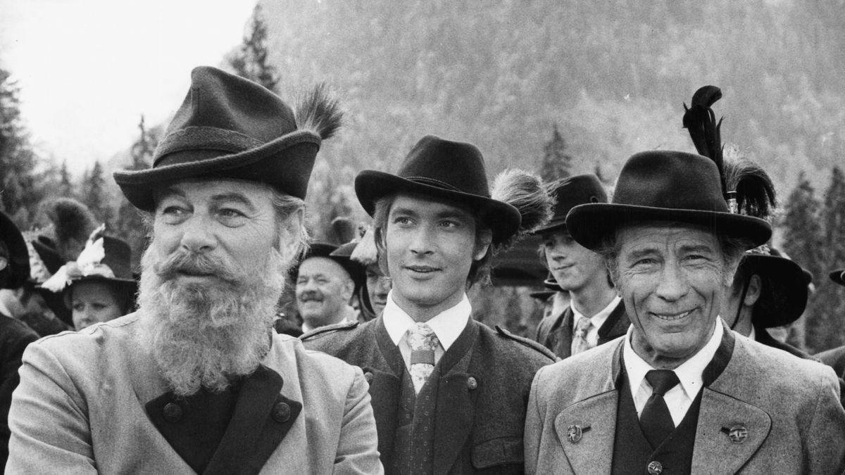 """Ausschnitt aus """"Der Jäger von Fall"""": Drei Männer mit Gams- und echtem Bart"""