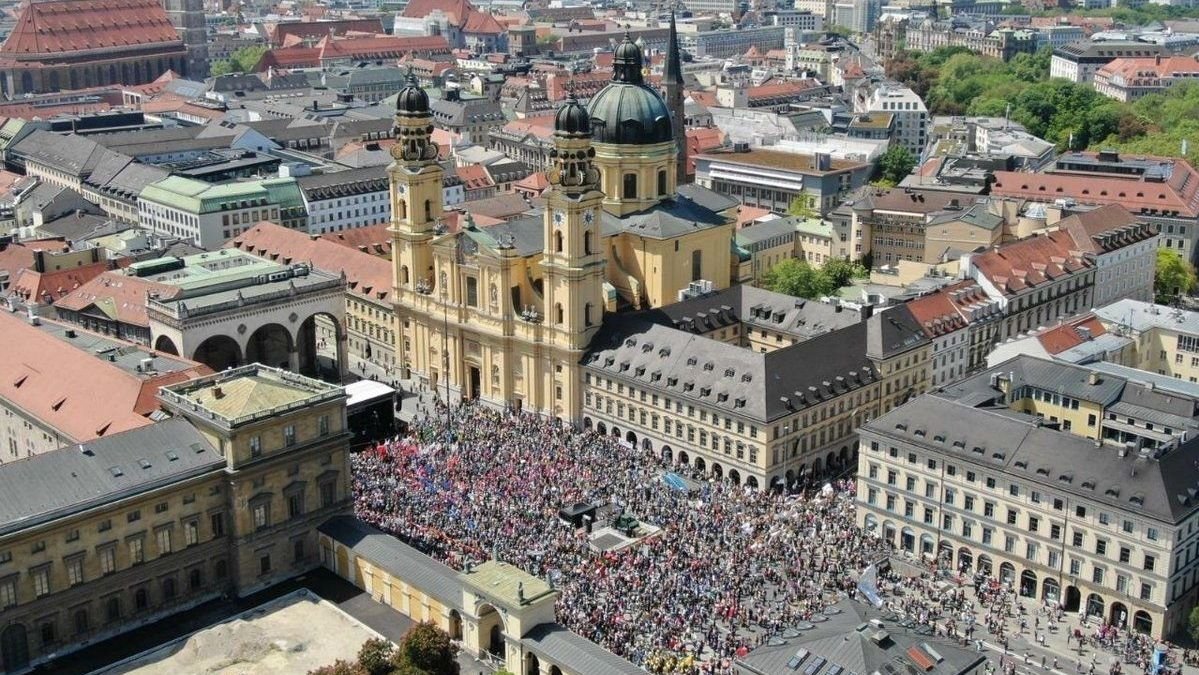 Demo am Odeonsplatz in München