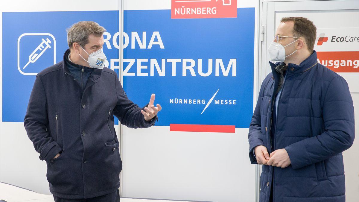 Markus Söder (l, CSU), Ministerpräsident von Bayern, und Jens Spahn (CDU), Bundesgesundheitsminister