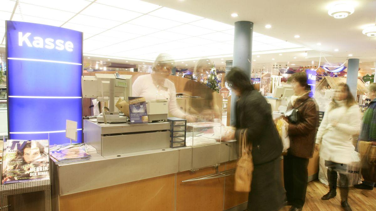 Kunden an der Kasse