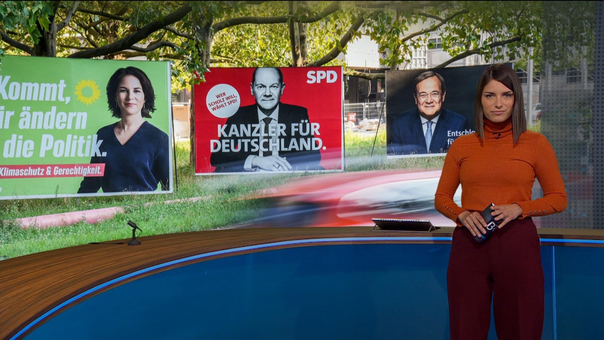 Moderatorin Sandra Rieß im BR24 Rundschau-Studio