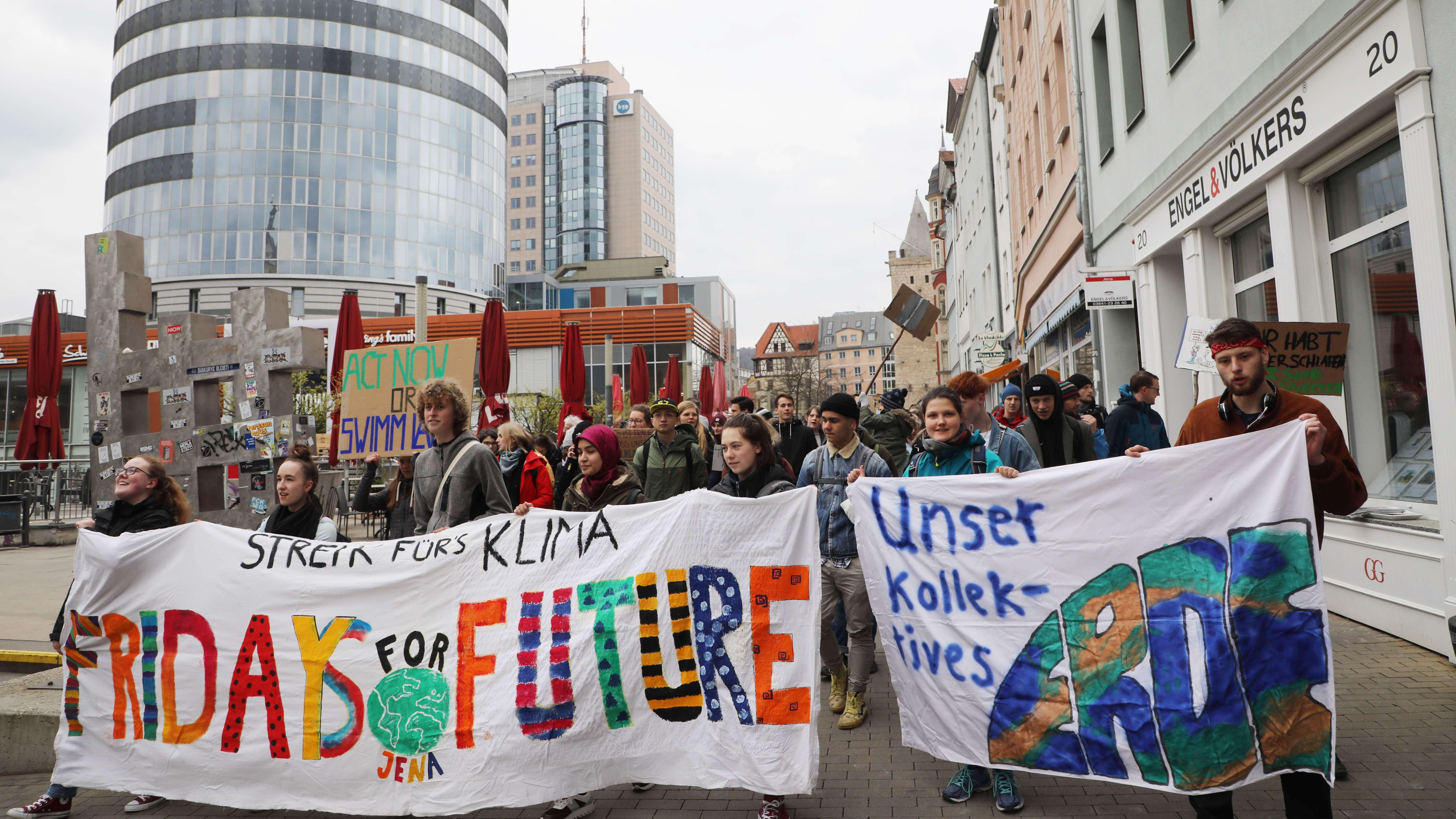 Schüler demonstrieren am 12.04.2019 in der Innenstadt von Jena