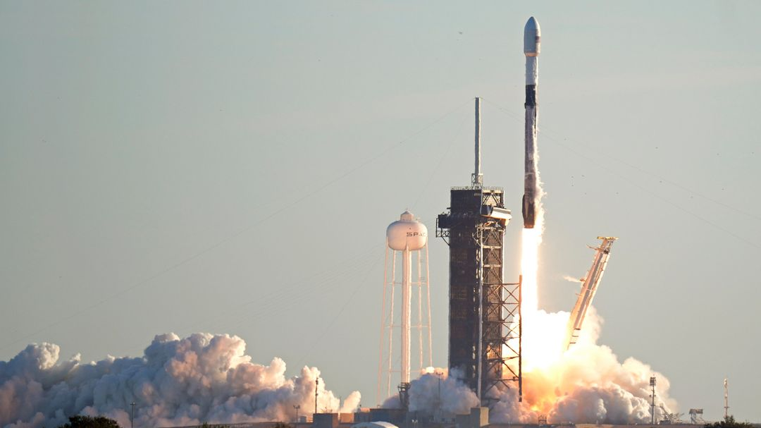 SpaceX-Rakete beim Start auf Cape Canaveral