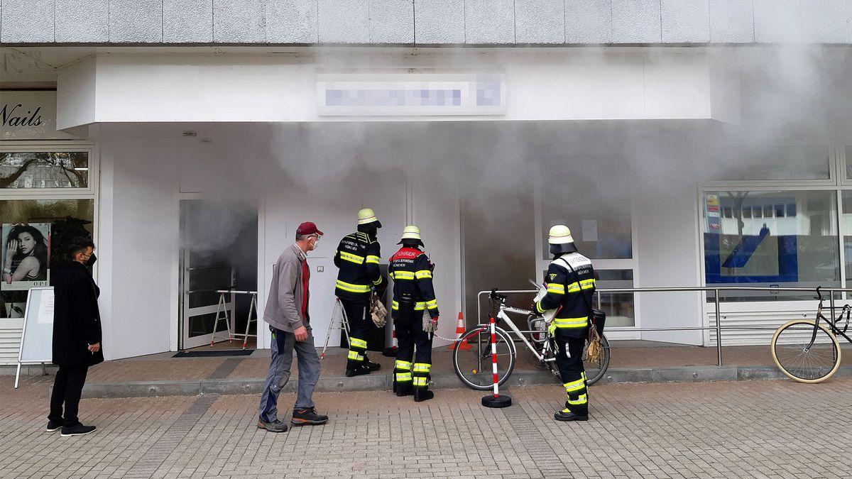 Arbeiten im Geldautomatenraum einer Bank haben eine Rauchbombe ausgelöst