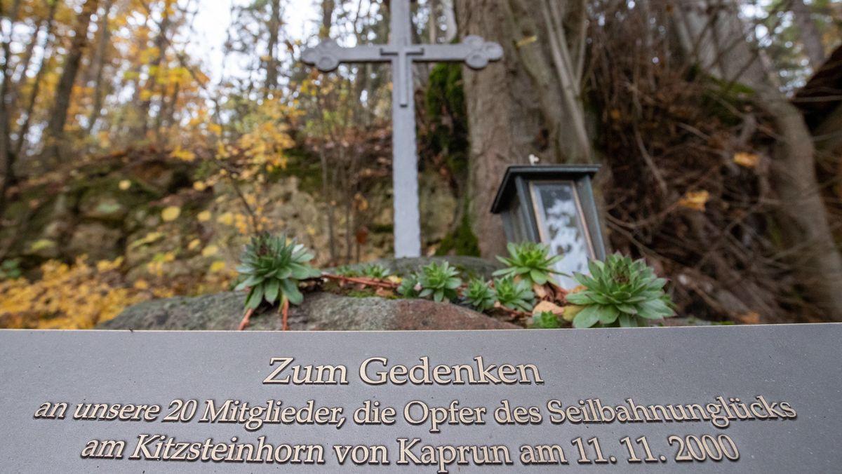 Ein Gedenkstein erinnert an die Opfer von Kaprun.